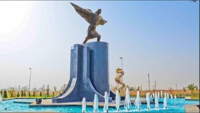 Abbas Ibnu Firnas patung bandara